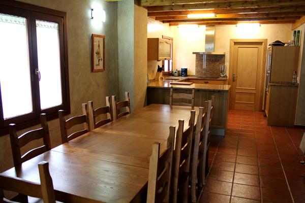 La casa alojamiento rural itziarenea ituren navarra for Fotos cocina comedor