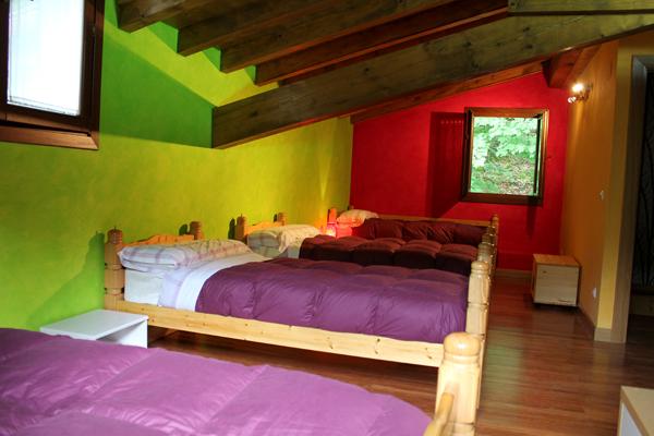 Habitacion 4 camas alojamiento rural itziarenea ituren for Casa rural 4 habitaciones